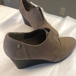 Life Stride soft systems tan shoe boots size 8